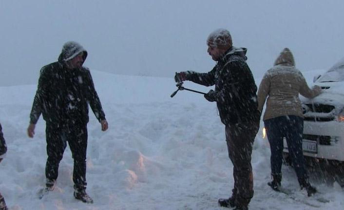 Artvin'de kar çilesini eğlenceye dönüştürdüler
