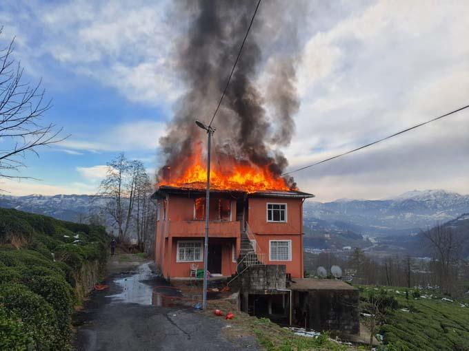 Rize'de yangın küle çevirdi