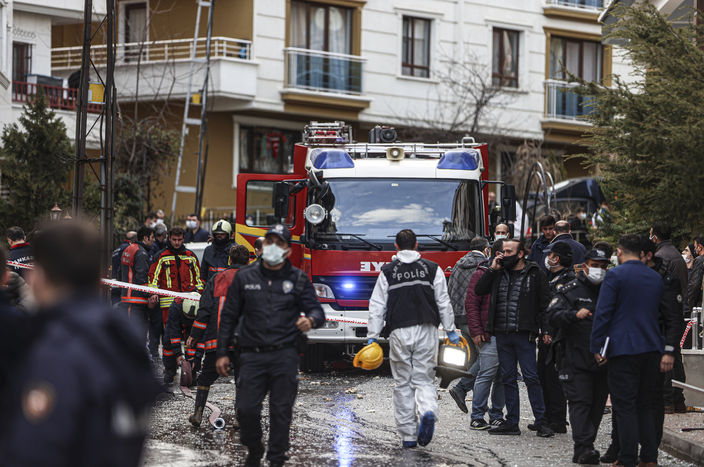 Ankara'da 3 katlı binada doğalgaz patlaması!