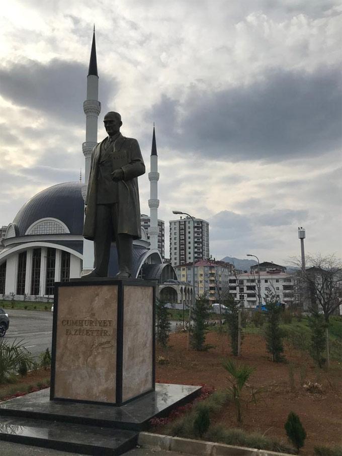 Trabzon Üniversitesi'ne dev Atatürk heykeli