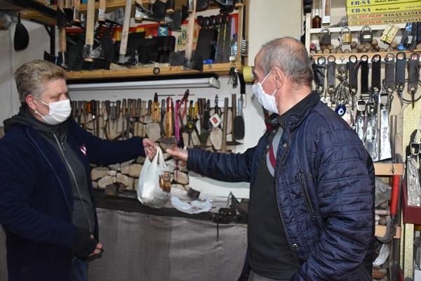 Trabzon'da 25 yıldır hem hayatını hem işini paylaşıyor