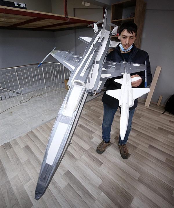 Trabzonlu genç model uçak yaptı