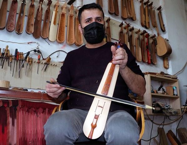 Ahşap kapı eşiği, kovan teli ve misina ile başladı! Trabzon'da aranan usta oldu