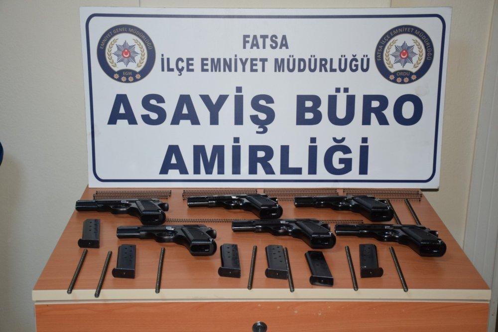 6 adet kaçak silah ele geçirdi: 2 gözaltı