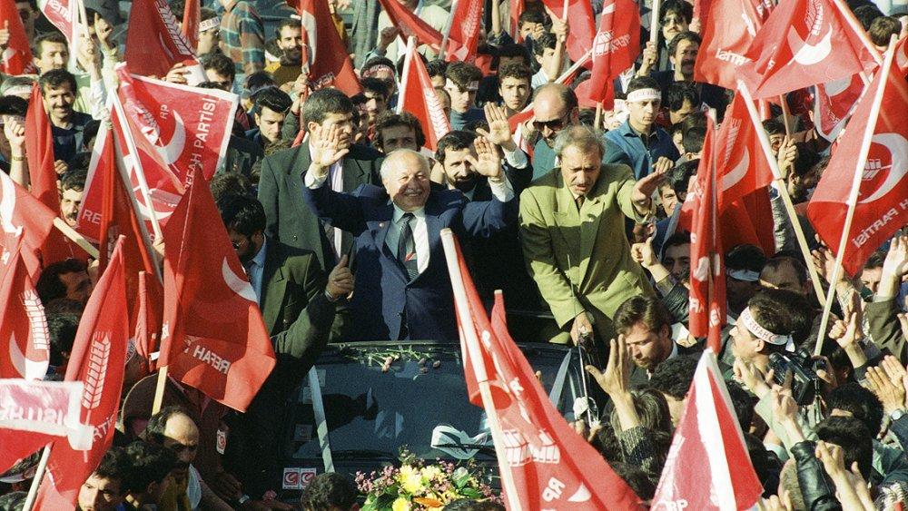 Türk siyasetinin 'Erbakan Hoca'sı vefatının 10'uncu yılında anılıyor