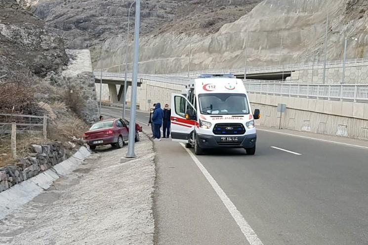 Trabzon'dan Gümüşhane'ye giderken kaza! 2 yaralı