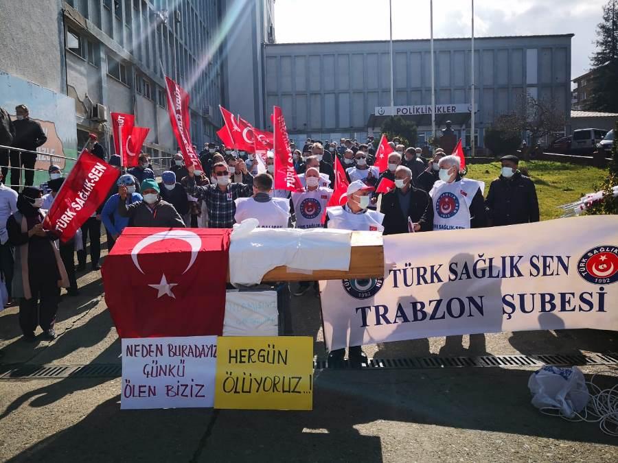 Trabzon'da hastane önünde tabutlu eylem