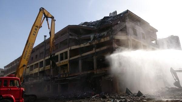 Rize belediye bloklarındaki yıkım başladı