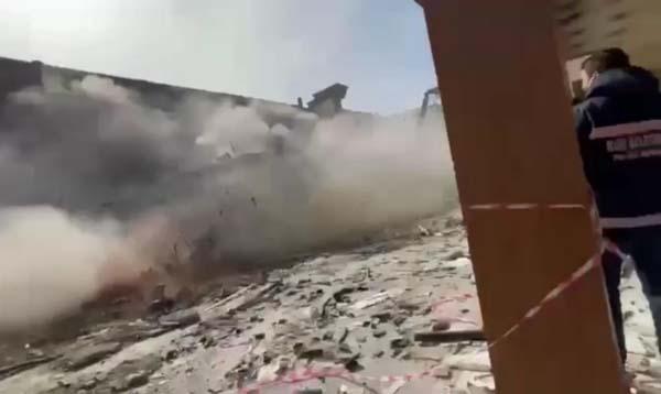 Rize'de yıkımına başlanmıştı! İş makinesi değince yerle bir oldu