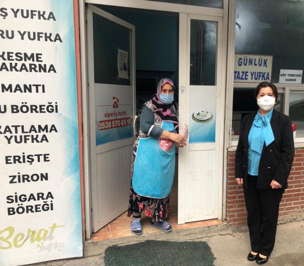 İYİ Partili Neşe Ay esnaf kadınları ziyaret etti
