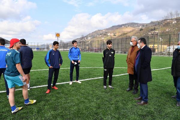 Genç, Çağlayan'da yapılan spor tesisini inceledi