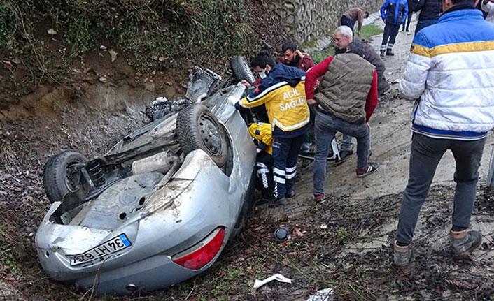 Otomobil kaza yaptı çevredekiler canlı yayın açtı!