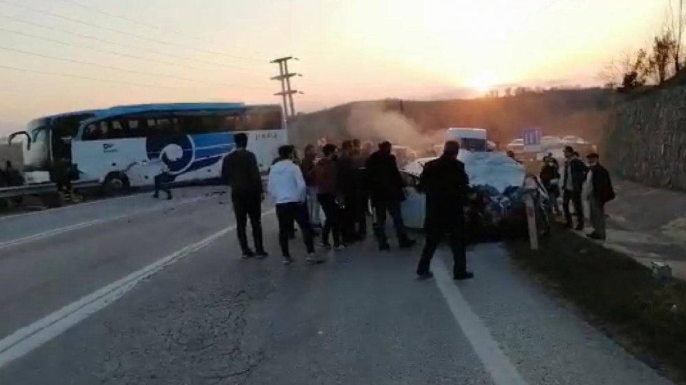 İki otobüs çarpıştı: 3 ölü 10 yaralı
