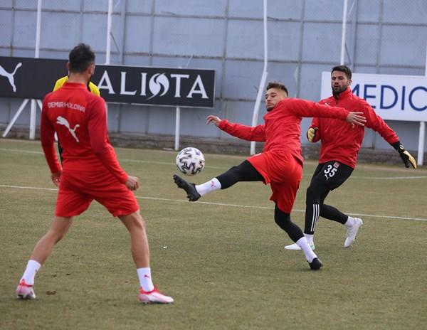 Trabzonspor'un rakibi Sivasspor'da son durum