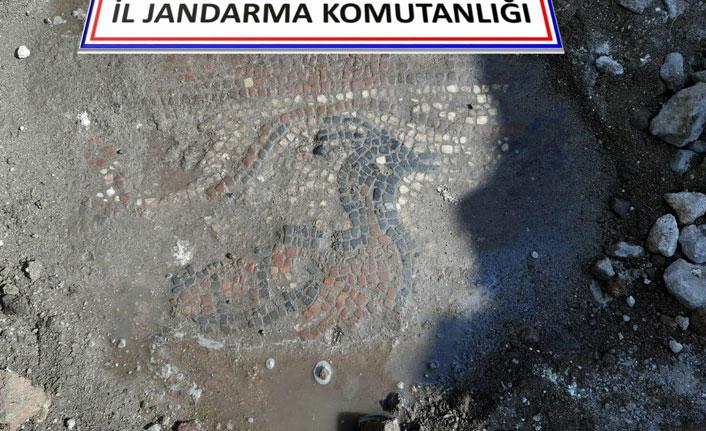 Kaçak kazıdan 1500 yıllık mozaik çıktı!
