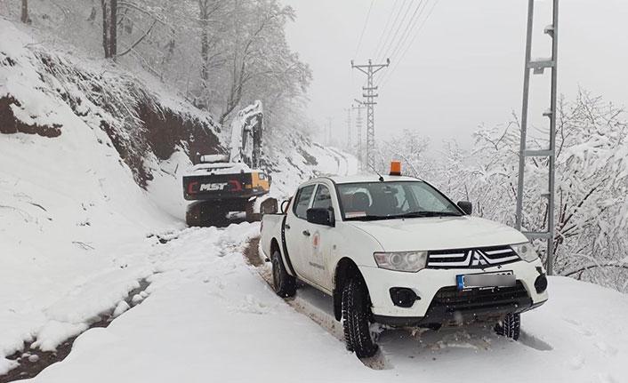 Baharda kar yağdı, yollar ulaşıma kapandı