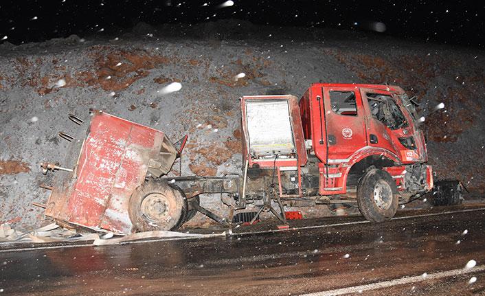 İtfaiye aracı yangına giderken devrildi