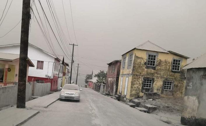La Soufriere Yanardağı'nda yine patlama gerçekleşti