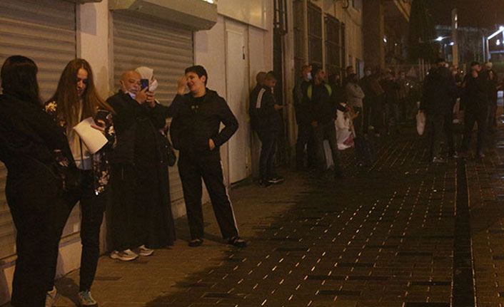 Yangını izleyen kural tanımaz turistler pes dedirtti