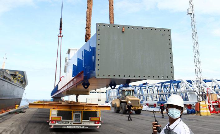 Dev konteyner vinçlerin kurulumu Trabzon Limanı'nda yapılacak