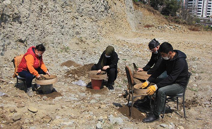 Samsun'da heyelanla ortaya çıkan 'oygu mezar'da kurtarma kazısı