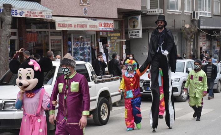 Çocuklara özel sokak gösterisi