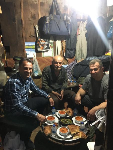 Maçka'da 421 aile 641 kişinin evine sıcak yemek