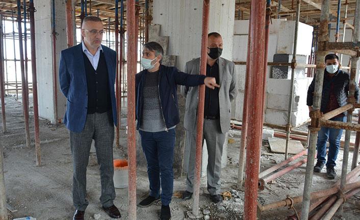 Giresun'da yeni hizmet binası yapılırken, eskisi yıkılıyor