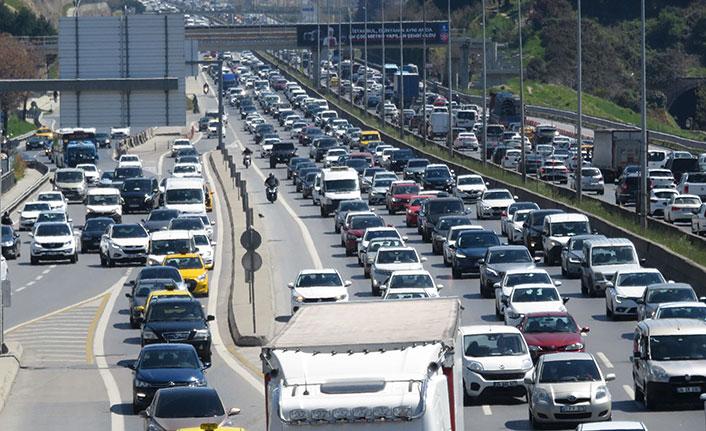 82 saatlik kısıtlama öncesi trafik yoğunluğu arttı