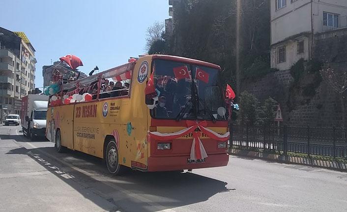 Trabzon'da mobil 23 Nisan kutlaması