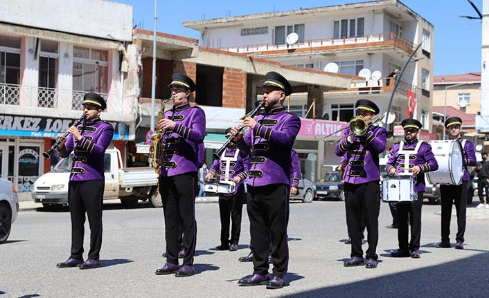 Ordu'da şehir bandosu çocukları sevindirdi