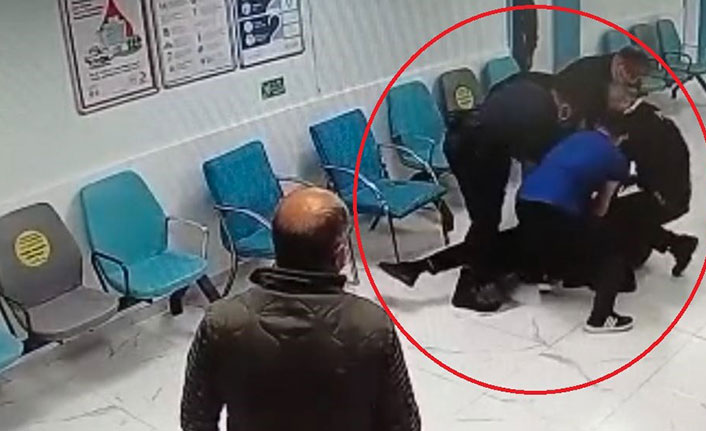 Sokakta darp edildi, hastanede polisi tokatladı