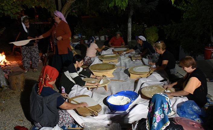 Kadınlar toplu halde yufka açtı, 9 mahalleye karantinaya alındı!