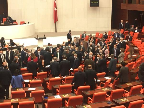 TBMM'de gergin anlar! Trabzon Milletvekili...