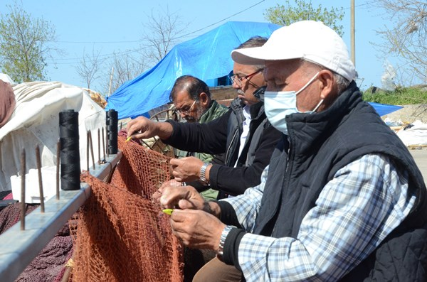 Balıkçılarda ağ bakım zamanı