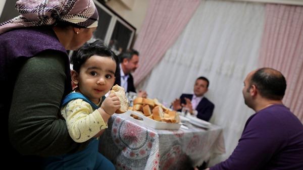 """İmamoğlu: """"Bir annenin duasını alıyorsam, ne mutlu bana"""""""