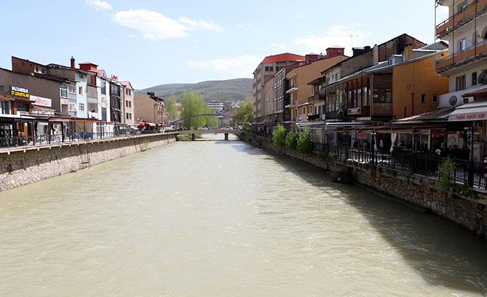 Çoruh nehrinin debisi arttı, Bayburt'u Venedik'e benzetti