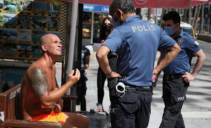 Polise ahlaksız teklifte bulunan turiste gözaltı