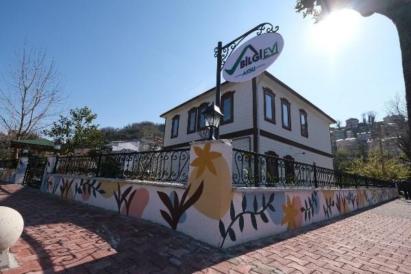 Yabancı öğrenciler Giresun'da duvarları renklendirdi
