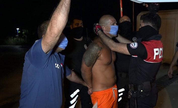 Maske takmayan İngiliz turist polise direndi