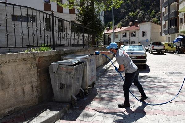Gümüşhane Torul'da cadde ve sokaklar köpüklü suyla yıkandı