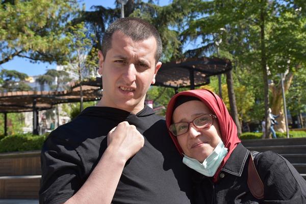 Trabzon'da hayatını oğluna adadı! Kurduğu dernek ile de otizmlilere destek oluyor