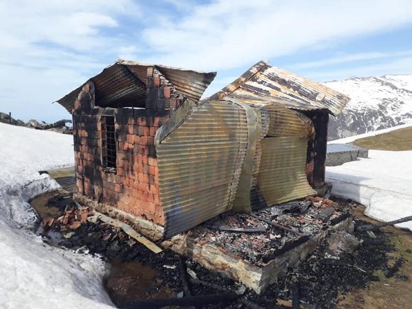 Rize'de 6 ev yakıldı! Soruşturma başlatıldı