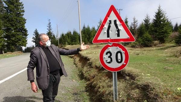 Trabzon'da magandalar iş başında! Trafik tabelalarını hedef aldılar