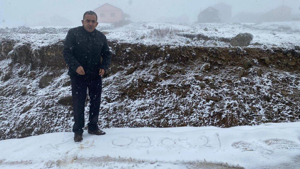 Trabzon'un yaylalarında da kar yağışı başladı