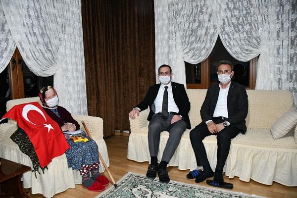 Trabzon'un en yaşlı annelerini ziyaret ettiler