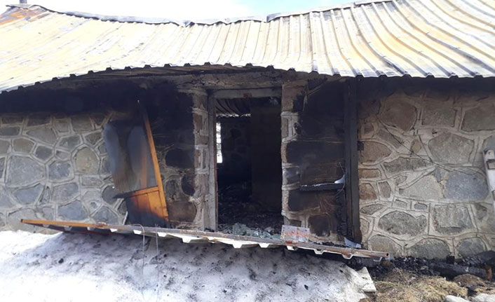 Rize'de 15 yayla evi kundaklandı