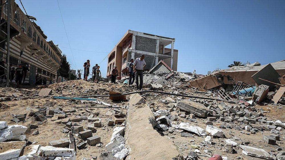 İsrail Gazze'de okul ve evleri hedef aldı