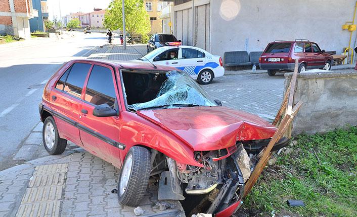 Samsun'da kontrolden çıkan otomobil yayaya çarptı