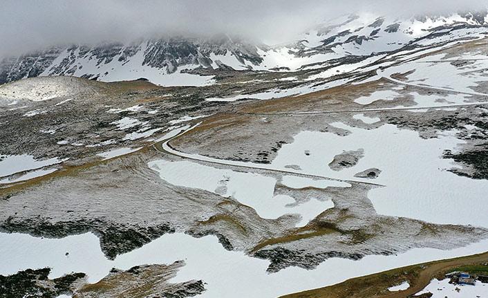 Trabzon'da yaylalar beyaza büründü